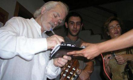 El guitarrista Manolo Sanlúcar congrega a 400 personas en un concierto que ofrece en Coria