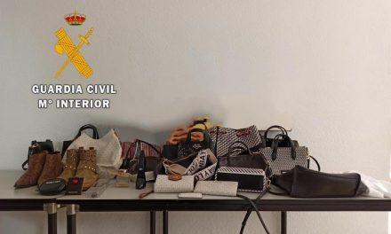 Detenida una trabajadora de ayuda a domicilio por robar y estafar más de 33.000 euros a una octogenaria