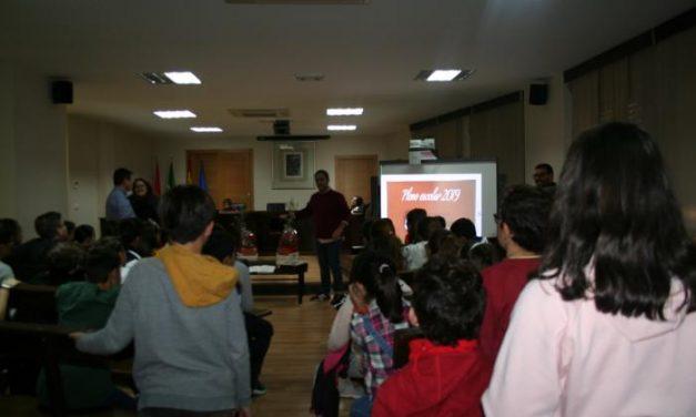 Alumnos de Moraleja celebran el Día de la Constitución con una visita al ayuntamiento