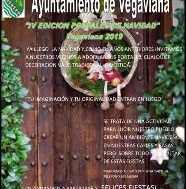 Los vecinos de Vegaviana engalanan la fachada de sus hogares para dar la bienvenida a la Navidad