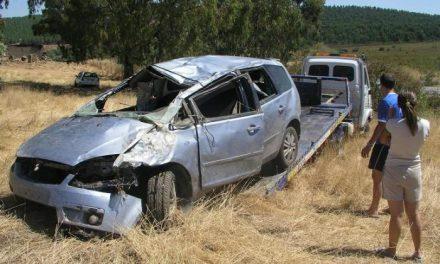 Fallece un conductor de 35 años en Zarza la Mayor al salirse de la calzada su vehículo de madrugada