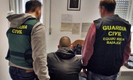 La Guardia Civil detiene al atracador que se llevó unos 15.000 euros en una entidad financiera en Alburquerque