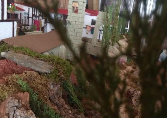 Un joven moralejano realiza con materiales reciclados un belén de más de 6 metros inspirado en Moraleja