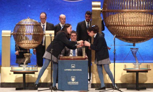 El número 10.989, segundo premio de la lotería de Navidad, deja en Coria 1,2 millones de euros