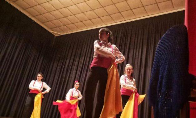 El festival benéfico de Perales del Puerto recauda más de 1.000 euros para una niña de Badajoz