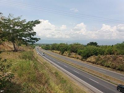 Fallece el conductor de un vehículo tras una salida de vía cerca de Villanueva de la Sierra
