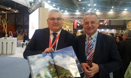 Los turistas que lleguen a la región encontrarán en sus hoteles la quinta edición de Tourist Extremadura