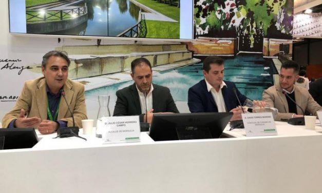 Moraleja impulsa en FITUR la piscina natural como referente de las piscinas de agua dulce de Extremadura