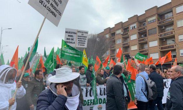 El campo extremeño se manifiesta en Don Benito para defender unos precios justos