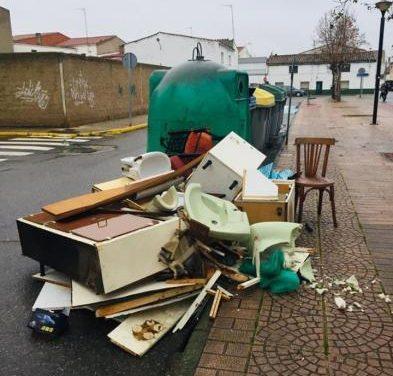 Moraleja continúa con la concienciación de vertidos de basura y recogerá enseres el lunes