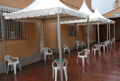 Moraleja amplia la zona de urgencias del centro de salud con la instalación de tres pequeñas carpas
