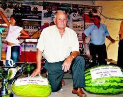 Un vecino de Villanueva de la Serena espera batir el récord de la sandía y el melón más pesados en un concurso