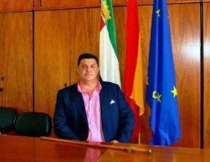 """El alcalde pide a la Junta que explique por qué Cilleros está en """"seguimiento estrecho"""" por el virus"""