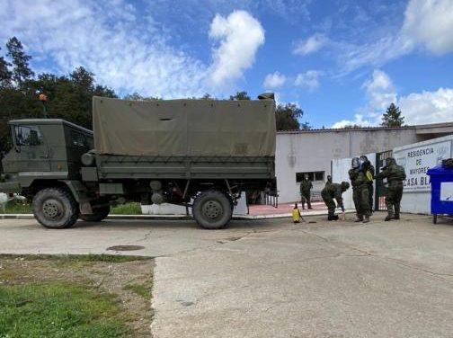 El Ejército de Tierra pisa Perales del Puerto para desinfectar la residencia de mayores