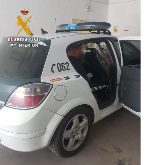La Guardia Civil detiene en Alcuéscar a un varón por agredir a un vecino con un palo