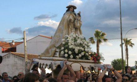 El Covid impide la llegada de la Virgen de la Vega a Moraleja que vestirá los balcones con su estampa