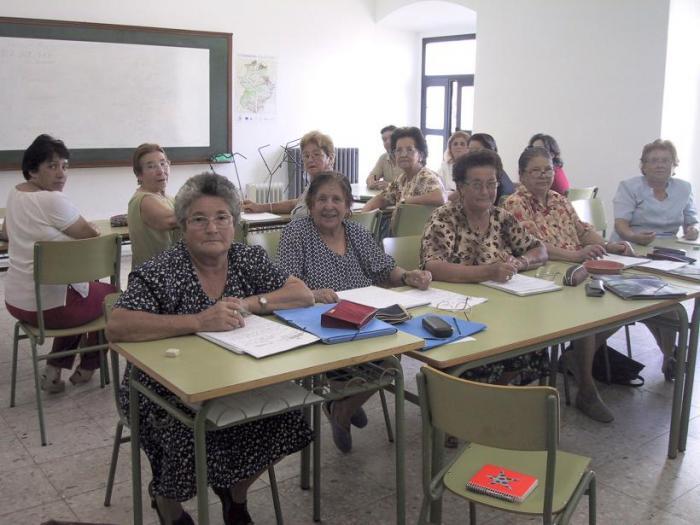 La Escuela de Educación de Adultos de Valencia de Alcántara abre su oferta  para el curso 2007-2008