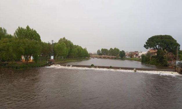 Las intensas precipitaciones del jueves provocan una importante crecida del Río Rivera de Gata