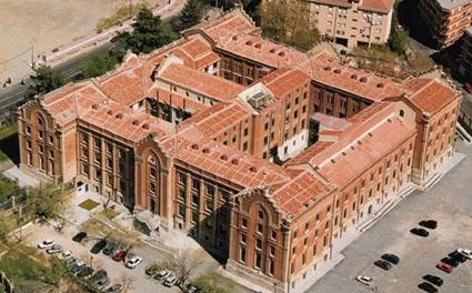 La UEx vuelve a abrir sus puertas y los sindicatos denuncian la reapertura de los centros universitarios