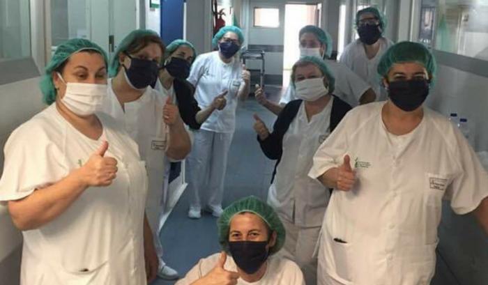 Lluvia de mascarillas gracias a la solidaridad de un grupo de voluntarias costureras de Acebo