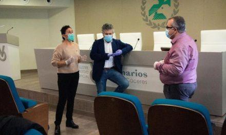 El Colegio de Veterinarios de Cáceres entrega material fungible al Sepad por valor de 20.000 euros