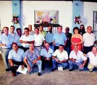 Los socios con más de 10 años en la Peña Cultural Flamenca de Don Benito reciben la insignia de plata