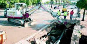 La obra para cambiar la red del paseo Fluvial de Badajoz se agiliza tras un nuevo reventón en la red