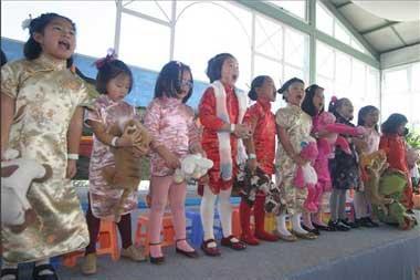 Las adopciones de familias extremeñas de niñas en China bajan un 60% en los últimos cuatro años