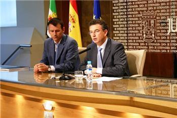 El consejero de Fomento afirma que no hay viviendas protegidas sin vender en Extremadura