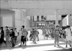 El instituto de Secundaria de San Miguel de Plasencia abre, entre críticas, tras 7 años de espera