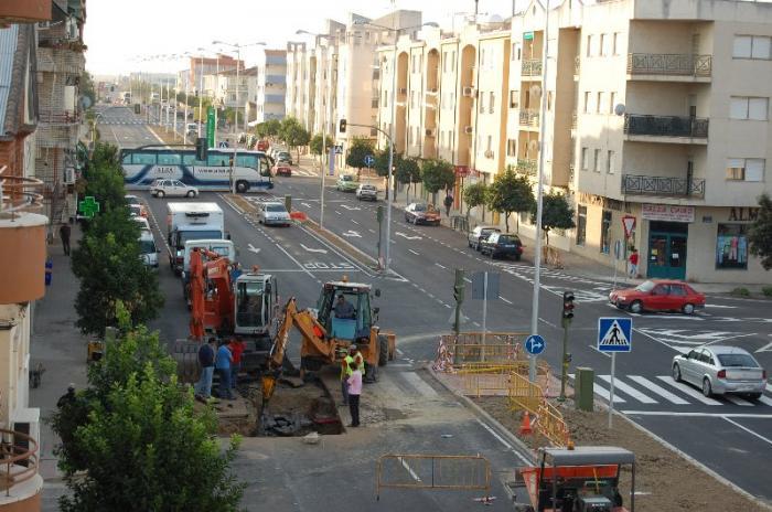 Problemas en un colector paralizan de nuevo los trabajos de la avenida de Pureza Canelo de Moraleja