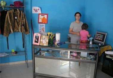 Una madre de Coria denuncia la negativa de un centro escolar a matricular a su hija más pequeña