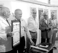 El Centro de Iniciativas Turísticas homenajea al veterano Motor Club de Almendralejo