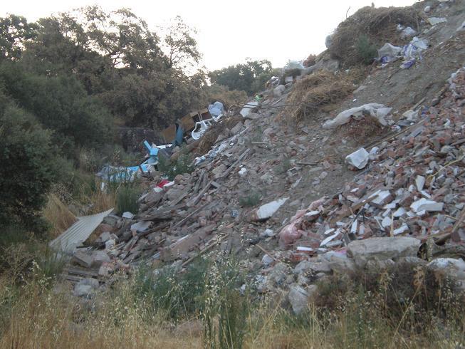 El grupo municipal PP-EU de Millanes de la Mata urge retirar una escombrera que la considera ilegal