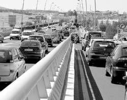 Una obra en el puente Fernández Casado de Mérida causa atascos en avenida Reina Sofía en hora punta