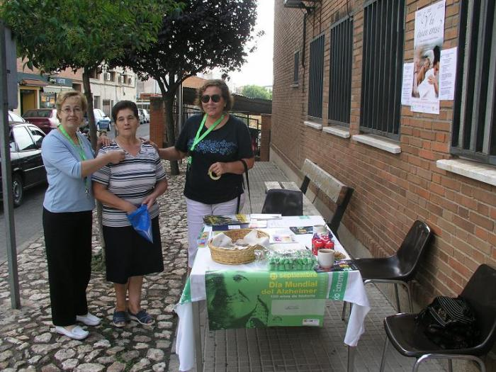 La asociación de alzhéimer de Coria organiza varias mesas informativas y solidarias  y capta socios