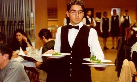 Mozo, peón y camarero de banquetes, las profesiones con más contratos en Extremadura