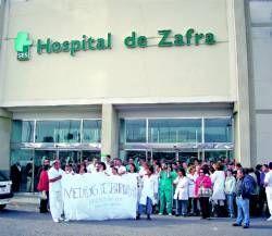 Personal del hospital de Zafra se manifiesta en protesta de la sucesión de continuos hurtos y agresiones