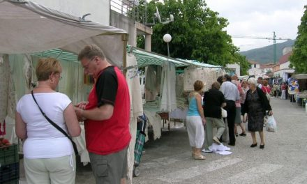 El Ayuntamiento de Hervás aprueba el padrón del mercadillo  del último trimestre del año