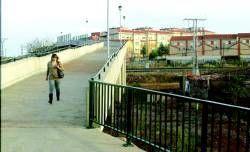 Las barriadas de Santa Lucía y La Cañada estrenan hoy la pasarela peatonal sobre la vía del tren