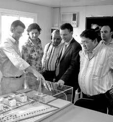 El consejero de Fomento anuncia que las viviendas de Cantalgallo se entregarán a finales de este año