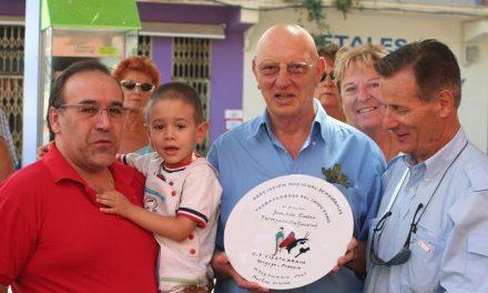 Un grupo de franceses aficionados al mundo del toro realizan una visita organizada por los mayorales