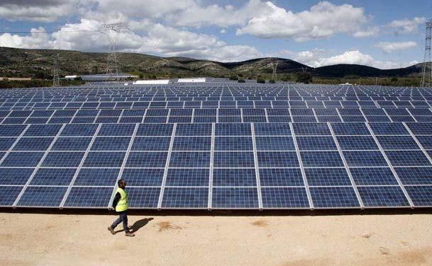 José Luis Navarro afirma que las energías renovables ayudan a paliar la crisis en el sector energético