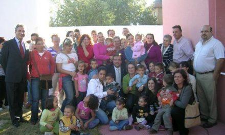 Guillermo Fernández Vara inaugura el nuevo centro infantil en Zarza de Granadilla