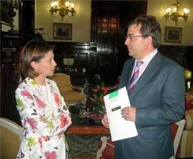 La ministra de Medio Ambiente, Elena Espinosa, descarta el trasvase del Tajo medio al Segura