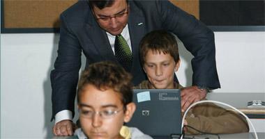 Inaugurado el primer instituto de España con un portátil para cada alumno y profesor