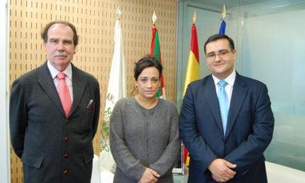 La presidenta de las Juntas Generales de Guipúzcoa recibe a una delegación de queso de La Serena