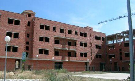 Fomento anunca que se reunirá con los sindicatos y empresarios para consensuar el nuevo plan de vivienda