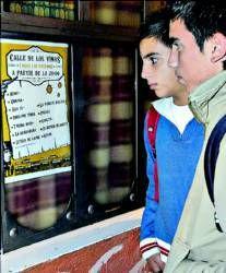 El Ayuntamiento de Plasencia multa a seis bares de Patalón con 300 euros por cerrar tarde en el folk