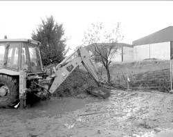 La obra de encauzamiento en el arroyo librará del mal olor a los vecinos de la colonia de Guadalupe en Plasencia